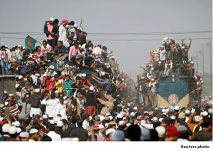 Overcrowded trains prepare to leave for the city after the final prayer ceremony of Bishwa Ijtema in Tongi, on the outskirts of Dhaka