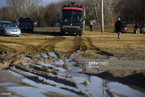 The campaign bus for Senator Ted Cruz, a Republican from Texas and 2016 presidential candidate, navigates itself out of mud while leaving a campaign event at the Johnson County Fairgrounds in Iowa City, Iowa, U.S., on Sunday, Jan. 31, 2016. In the final week before the Iowa caucuses, Ted Cruz's campaign has quietly shifted its TV attack ads from hitting Donald Trump to hitting Marco Rubio, sparking speculation that he's worried about a late surge by his Florida colleague. Photographer: Patrick Fallon/Bloomberg