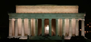 Lincoln-Memorial-At-Night-Photo