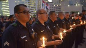 dallas-police-shooting-memorial-two-candles